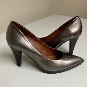 Hispanitas metallic heels